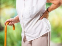 腰椎圧迫骨折:高齢者の持続する腰痛